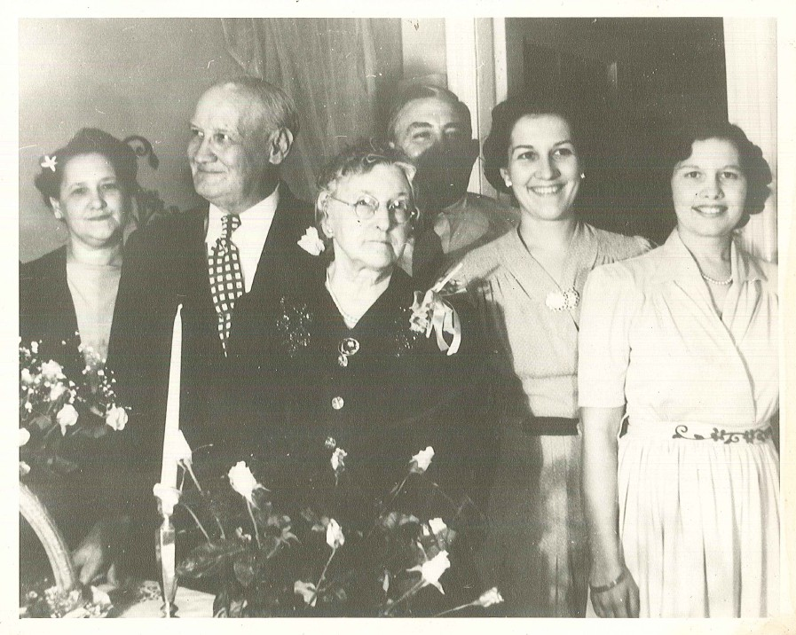 Virginia(far right) with sister Dorothy,Her Parents and Aunt & Uncle